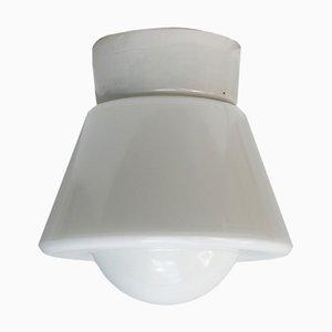 Lampada da parete vintage industriale in porcellana e vetro opalino, anni '50