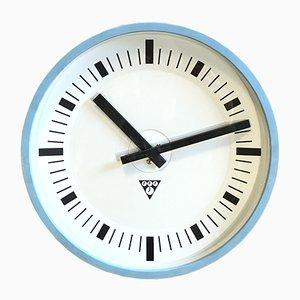 Reloj de pared industrial vintage de baquelita azul de Pragotron, años 70