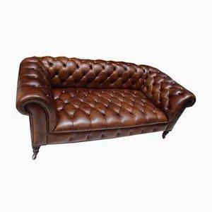 Sofá Chesterfield antiguo de cuero marrón