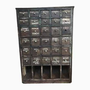 Mueble de cajones antiguo con casillero