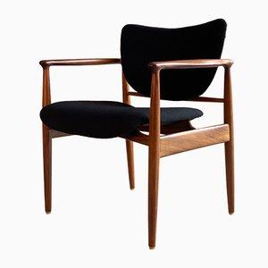 Dänischer Armlehnstuhl aus Nussholz, 1960er