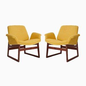 Armlehnstühle mit Holzgestell & gelbem Bezug von Illum Wikkelsø für Arflex, 1960er, 2er Set