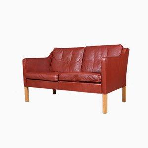 Rotes 2-Sitzer Ledersofa mit Füßen aus Eiche von Børge Mogensen für Fredericia, 1960er
