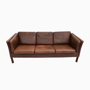 Sofá de tres plazas danés Mid-Century de cuero curtido marrón, años 60