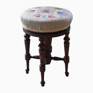 Antiker verstellbarer Hocker aus Nussholz mit besticktem Sitz