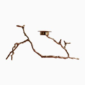Long Porte-Bougie Magnolia Twig en Bronze de The Design Foundry