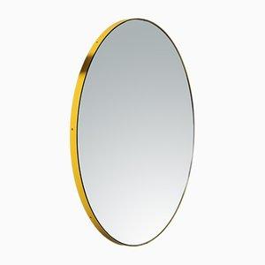 Mittelgroßer runder versilberter Orbis Spiegel mit gelbem Rahmen von Alguacil & Perkoff