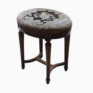 Ovaler antiker Hocker aus Nussholz mit besticktem Polster