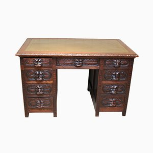 Antiker Schreibtisch aus geschnitzter Eiche