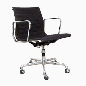 Sedia da ufficio EA 117 di Charles & Ray Eames per Herman Miller, anni '80