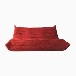 Sofá de tres plazas Togo en rojo de Michel Ducaroy para Ligne Roset