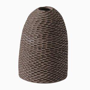 Braune kegelförmige Pineal Vase von Atelier KAS