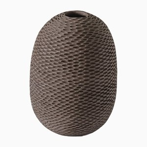 Braune eiförmige Pineal Vase von Atelier KAS