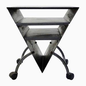 Mesa auxiliar vintage triangular de metal