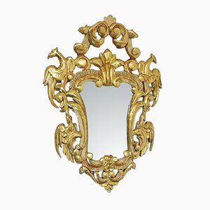 Espejo español antiguo de madera tallada, pan de oro y espejo policromo