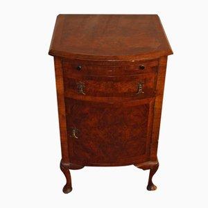 Mueble antiguo pequeño de madera nudosa de nogal