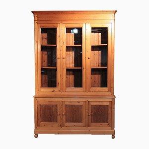 Mueble antiguo de madera de pino