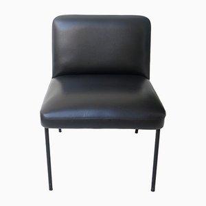 Sessel mit Bezug aus schwarzem Skai von Pierre Guariche für Meurop, 1960er