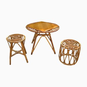 Tavolino in vimini e quercia e sgabelli, anni '70, set di 3