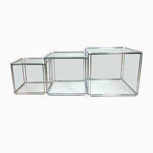 Tavolini ad incastro Isocele in metallo cromato e vetro di Max Sauze, anni '60, set di 3
