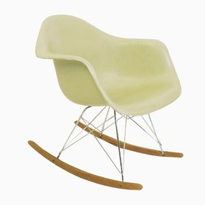 Sedia a dondolo vintage di Charles and Ray Eames per Herman Miller, anni '60