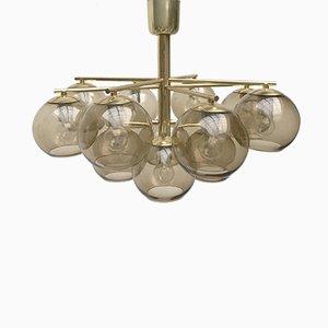 Lámpara de araña Mid-Century de latón y cristal ahumado