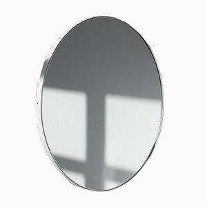 Espejo Orbis redondo con marco blanco de Alguacil & Perkoff Ltd
