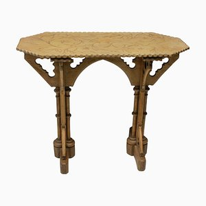 Mesa auxiliar estilo gótico antigua