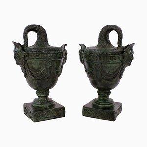 Antike englische Urnen aus Bronze, 2er Set
