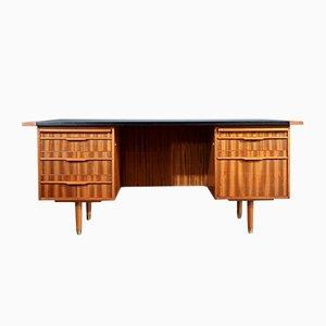 Dänischer Schreibtisch aus Nussholz mit Lederauflage, 1960er