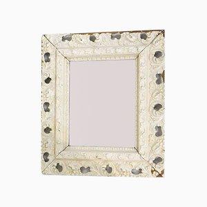 Espejo de pared Mid-Century de madera tallada blanca biselada