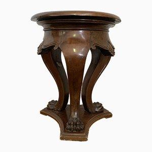 Sgabello antico in legno di noce intagliato