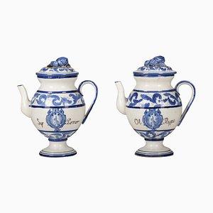 Jarras italianas de cerámica blanca y azul, años 60. Juego de 2