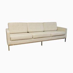 Sofá de tres plazas vintage de cuero blanco con estructura de acero