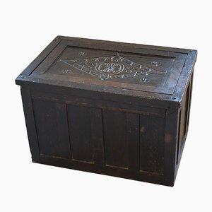 Antike Aufbewahrungsbox aus Eiche mit Schnitzereien