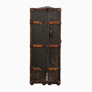 Baúl de viaje antiguo de cuero y metal
