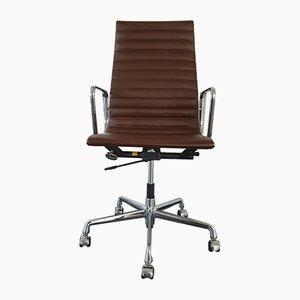 Sedia da scrivania EA 119 in metallo cromato e pelle di Charles & Ray Eames per Vitra, anni '90