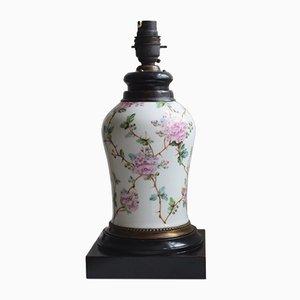 Weiße Tischlampe aus Keramik mit Blumenmuster, 1940er