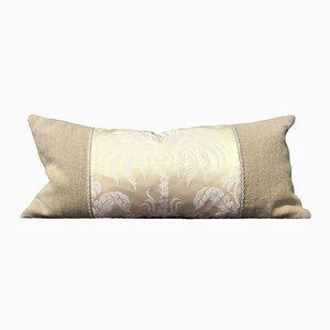 Almohada de seda damasco color marfil de Katrin Herden para Sohil Design
