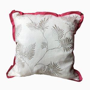 Cojín bordado floral de color metálico de Katrin Herden para Sohil Design