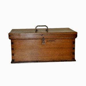Caja de madera con asa de metal, años 60