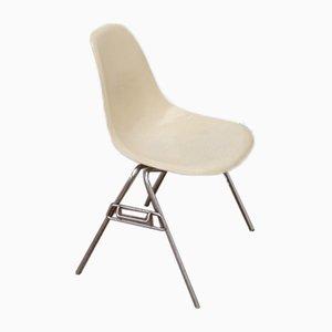 Sedia da pranzo in fibra di vetro di Charles & Ray Eames per Herman Miller, anni '60