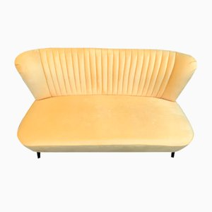 Sofá Club amarillo, años 60