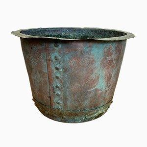 Recipiente de cobre antiguo para hacer la colada con agua