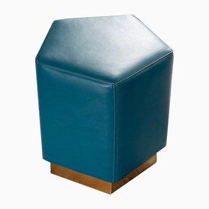 Pouf pentagonale Ermes Mare in pelle blu e ottone di Casa Botelho