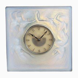 Reloj de péndulo de vidrio francés opalescente de R. Lalique, 1928