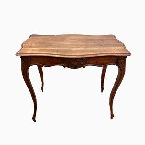 Antiker französischer Louis XV Schreibtisch aus Nussholz mit Schnitzereien