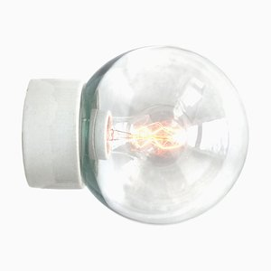Weiße Wandlampe aus Porzellan & Klarglas, 1950er