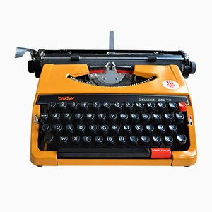Deluxe 262TR Typewriter from brother, 1980s
