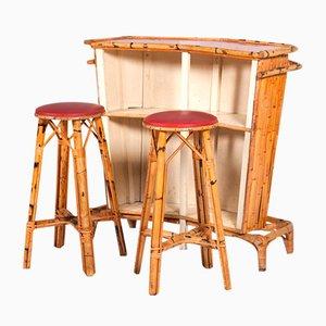 Französische Tiki Bar & Hocker aus Rattan, 1960er, 3er Set